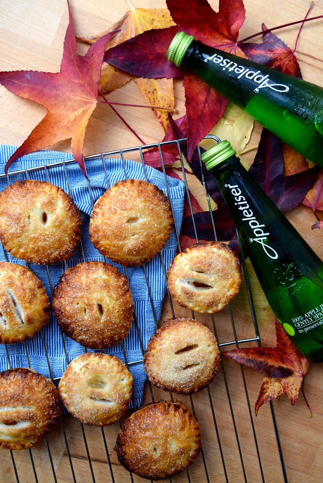 Easy Apple Hand Pies with Appletiser | #applepie #apple #handpie #autumn #fall  www.rachelphipps.com @rachelphipps