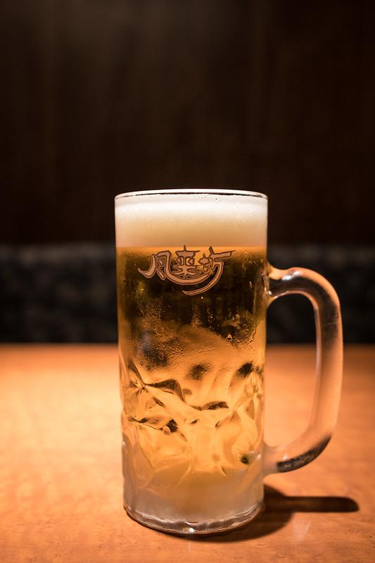 風来坊のビールはサッポロ黒ラベル
