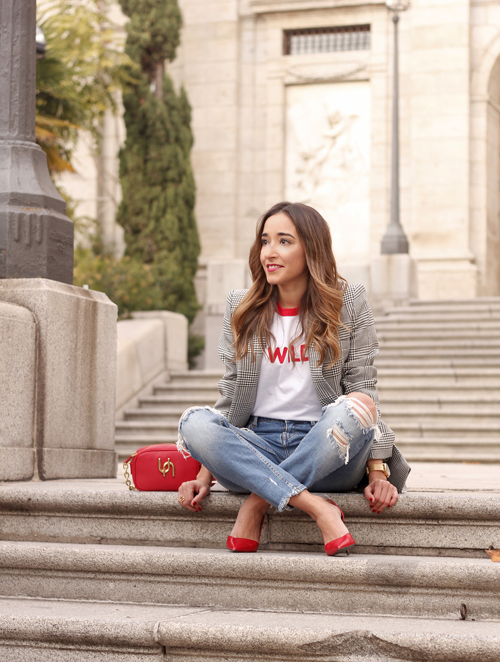 Prince of wales print blazer ripped jeans red heels uterqüe style trend fall outfit09