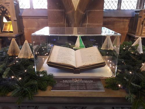 La première mention écrite de l'arbre de Noël à la crypte de l'église St Georges à Sélestat.