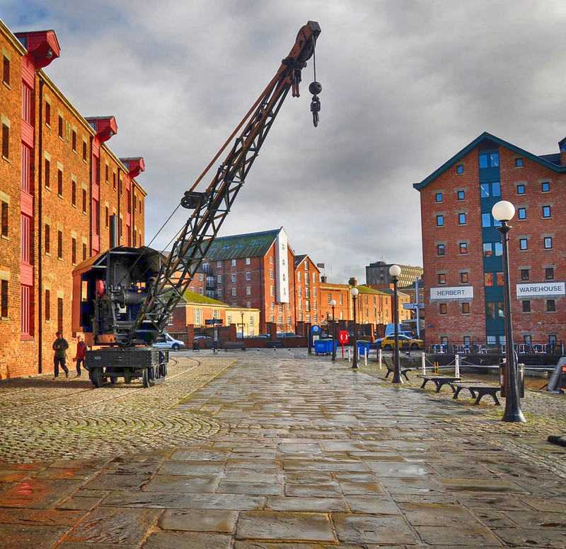 A steam crane on the railway tracks by the North Warehouse in Gloucester Docks. Credit Nilfanion