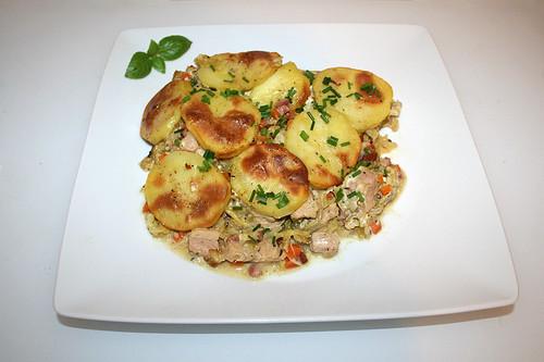 61 - Savoy potato casserole with smoked pork - Served / Wirsing-Kartoffel-Auflauf mit Kasseler - Serviert