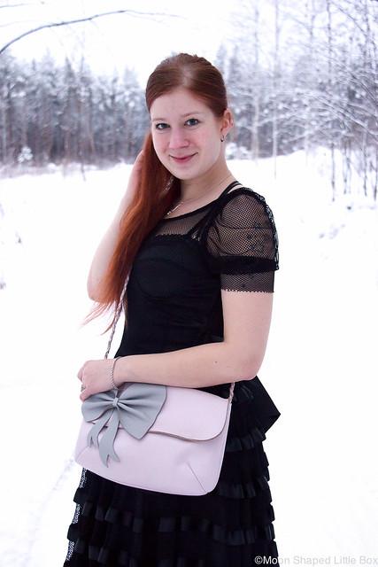 tyylibloggaaja erilainen asu talven juhliin