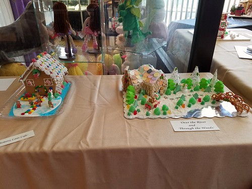 Putnam Gingerbread House Entry
