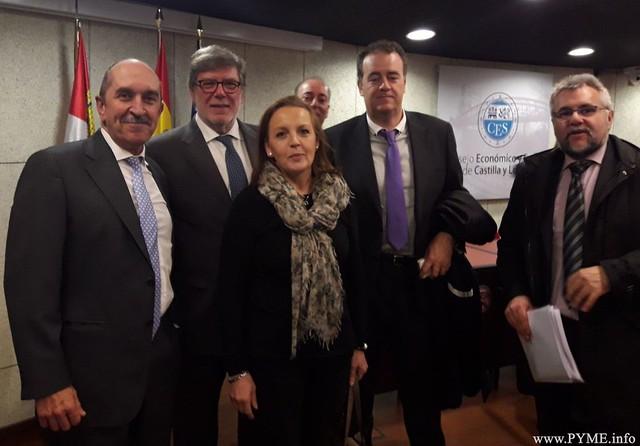 La delegación salmantina encabezada por Juan Manuel Gómez, presidente de CONFAES junto a Santiago Aparicio, presidente de CECALE.