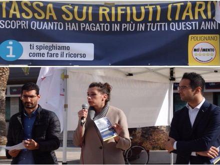 TASSA-RIFIUTI-5-STELLE-IN-PIAZZA-PER-ILLUSTRARE-AI-CITTADINI-COME-RICHIEDERE-IL-RIMBORSO-_blog-500x330