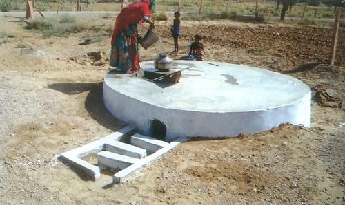 वर्षाजल संचयन के लिये छोटे टैंक 'टंका' कहलाते हैं।