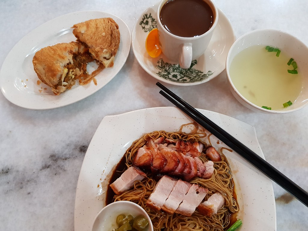 叉烧烧肉云吞面 BBQ & Roasted Pork Wan Ton Mee $8.90, 咖喱角 Curry Puff $2.50 & 咖啡 Coffee $2.90 @ 金記好好吃雲吞麵家 Good Taste Restaurant USJ 10