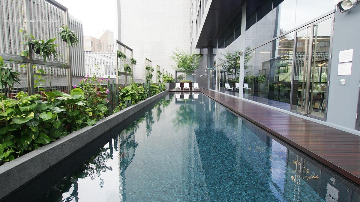 YOTEL Singapore Pool