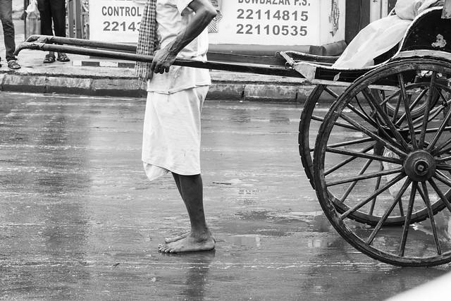 La mayoría de pullers, se movilizaron descalzos por las concurridas calles de Kolkata