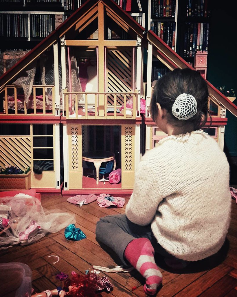 Barbie time (from the eighties) #barbie #mattel #play #fun #house #family #awesome #retro #picoftheday #photooftheday #home #mybabygirl #girl #igers #igersmilano #igersitalia #followme #funtime #dolls #fashion #instagood #cute #eighties