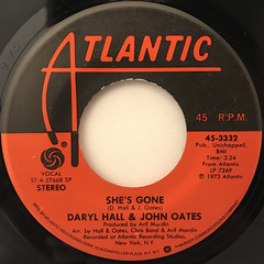 DARYL HALL & JOHN OATES:SHE'S GONE(LABEL SIDE-A)