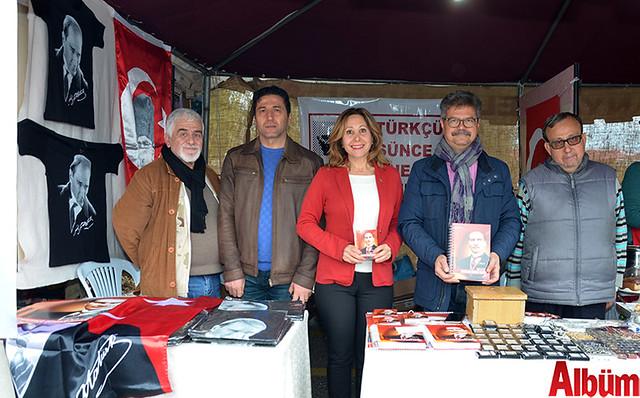 Atatürkçü Düşünce Derneği de Noel Pazarı'nda stant açtı.