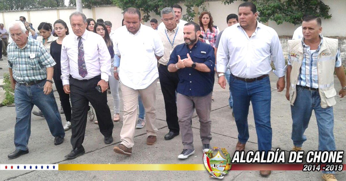 Alcalde, Gobernador y director nacional del SECOB visitaron terrenos del hospital Napoleón Dávila
