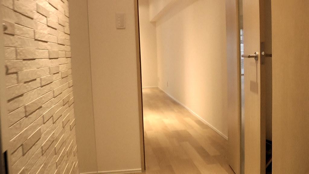 2017年08月10日玄関入ってすぐの通路から室内の空間