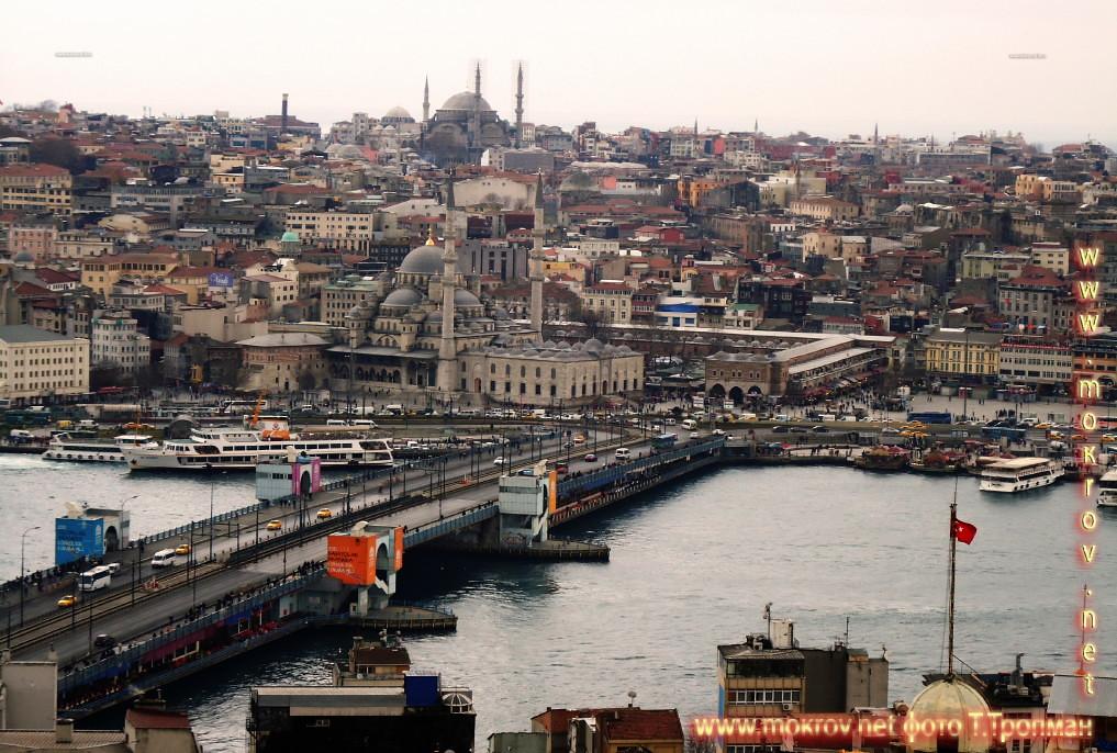 Галатский мост — мост через бухту Золотой Рог. Расположен в Стамбуле напротив Новой мечети.