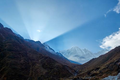 sunset atardecer machapuchare annapurna nepal sun rays mountain montaña trek trekking hike hiking