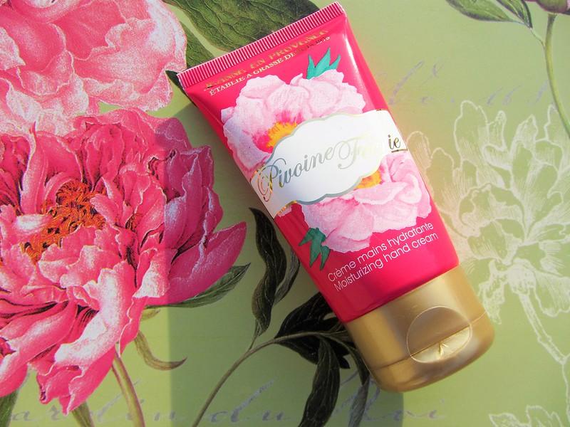 nouvelle-gamme-fleurie-pivoine-feerie-jeanne-en-provence-soins-corporels-thecityandbeautywordpress.com-blog-beaute-femmeIMG_8714 (2)