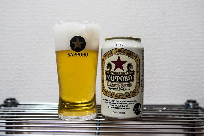 グラスに注いだサッポロラガービール