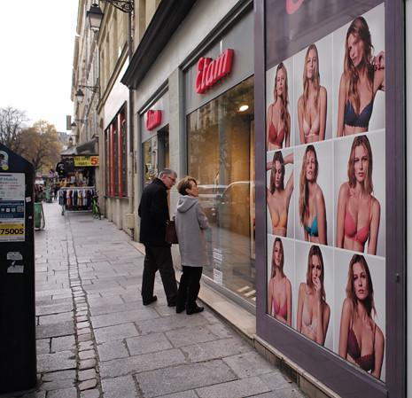 17k23 Mujeres vendidas en catálogos y escaparates_0010 variante Uti 465