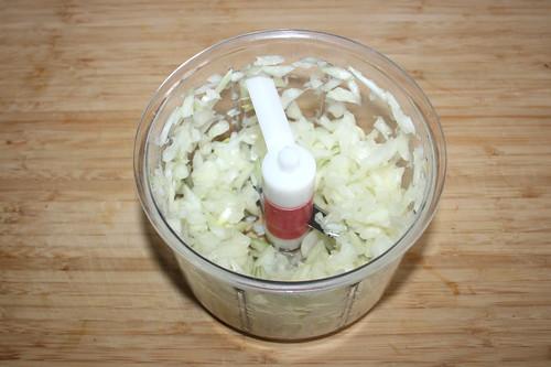 12 - Zwiebeln würfeln / Dice onions