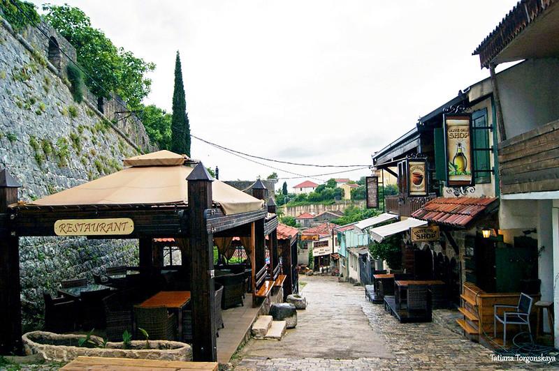 Улица перед Старым Баром