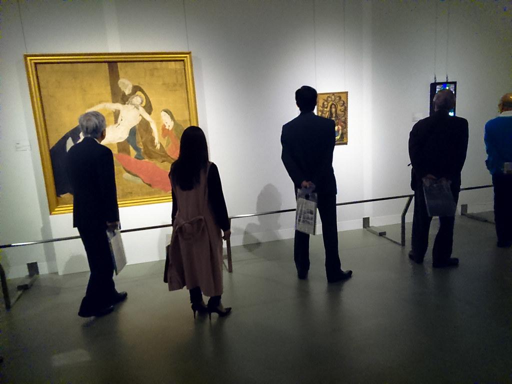 藤田嗣治《十字架降下》(1927年)などフジタ作品が並ぶ会場