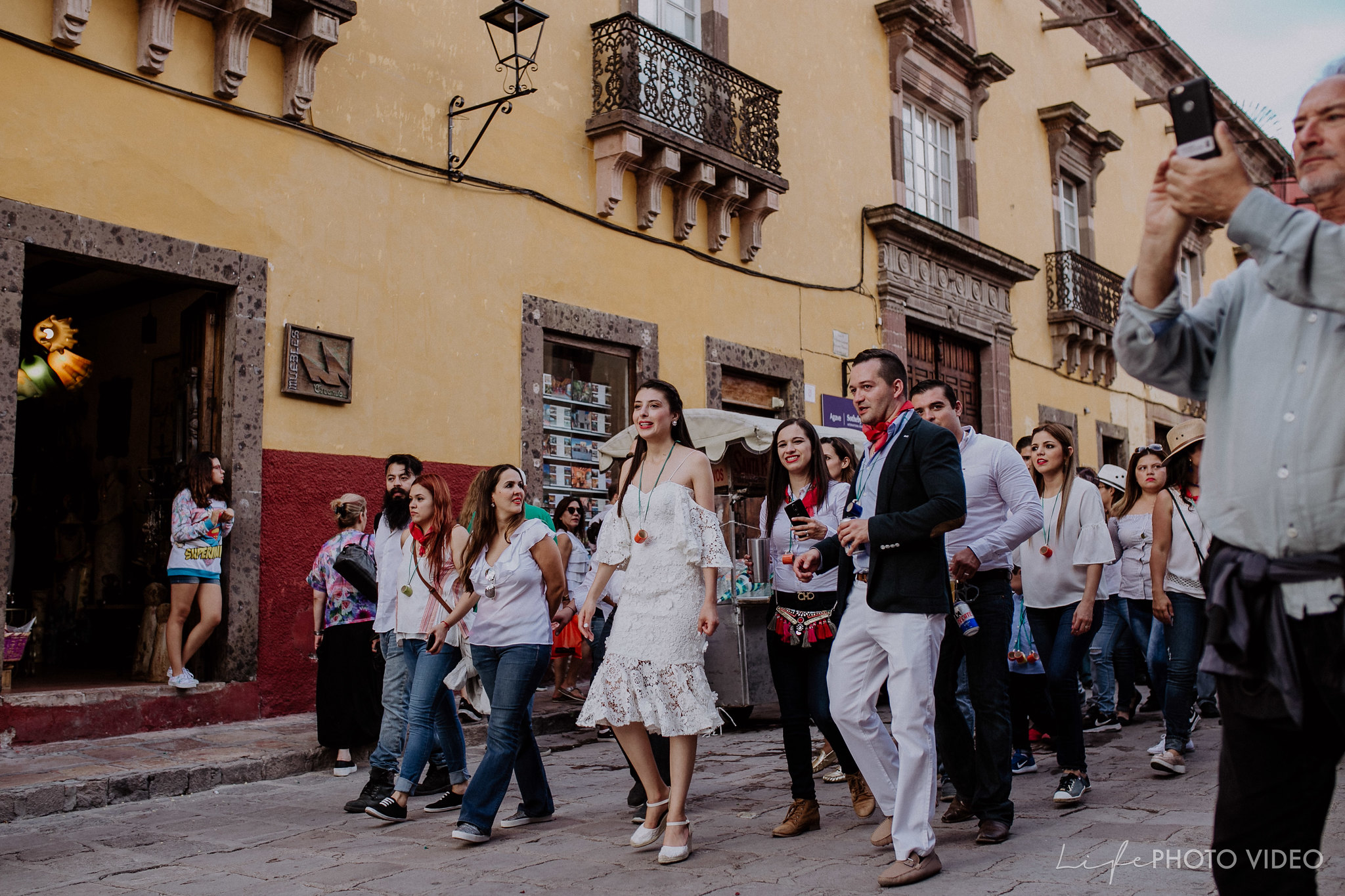 SanMigueldeAllende_Wedding_Callejoneada_Vaquillada_0076