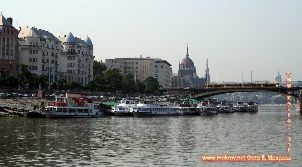 Столица Венгрии - Будапешт с фотоаппаратом прогулки туристов.