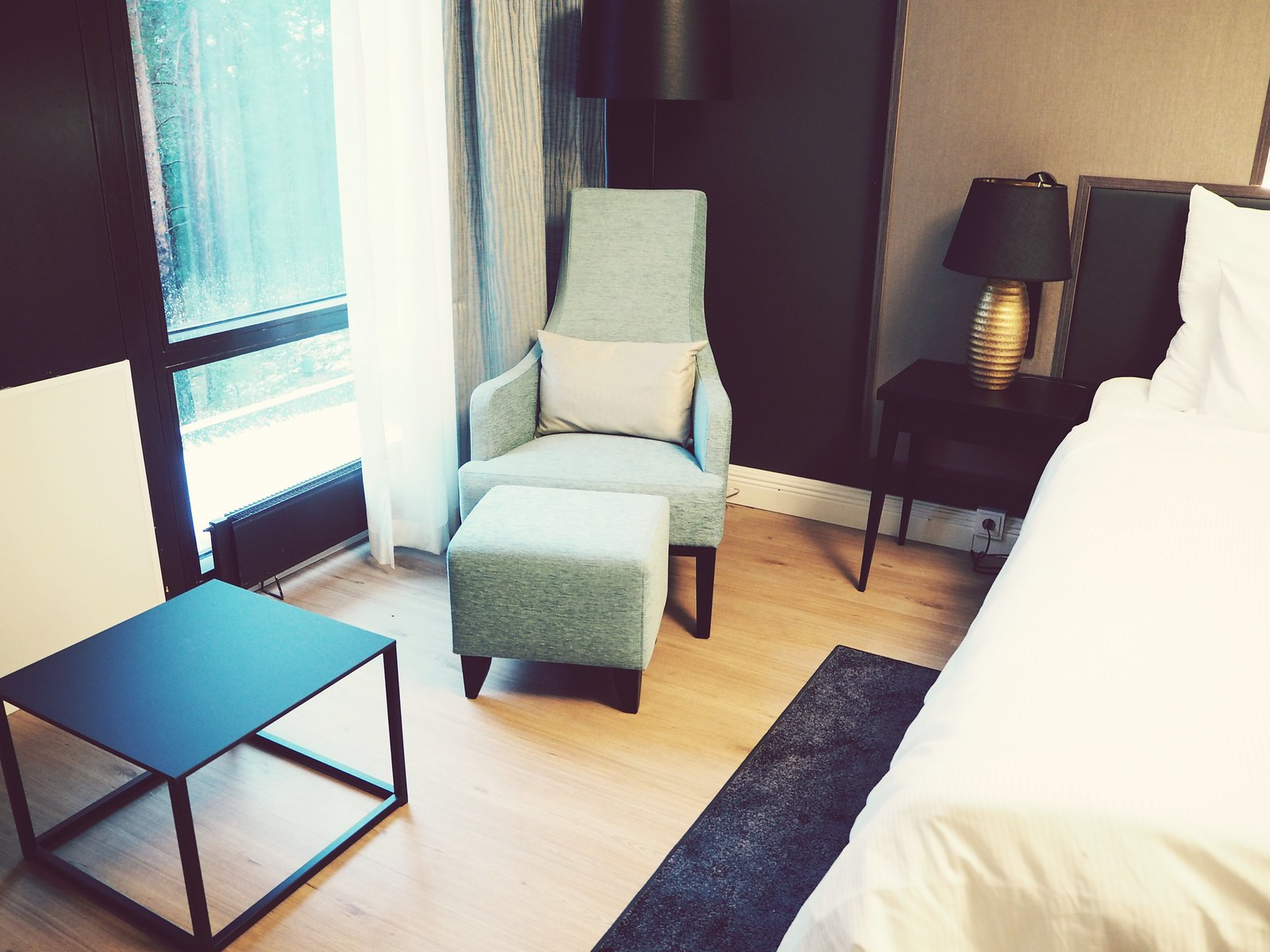 Hotel Sveitsi huone1