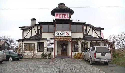 Мотель італійця на трасі Київ-Чоп дочекався «клієнтів»