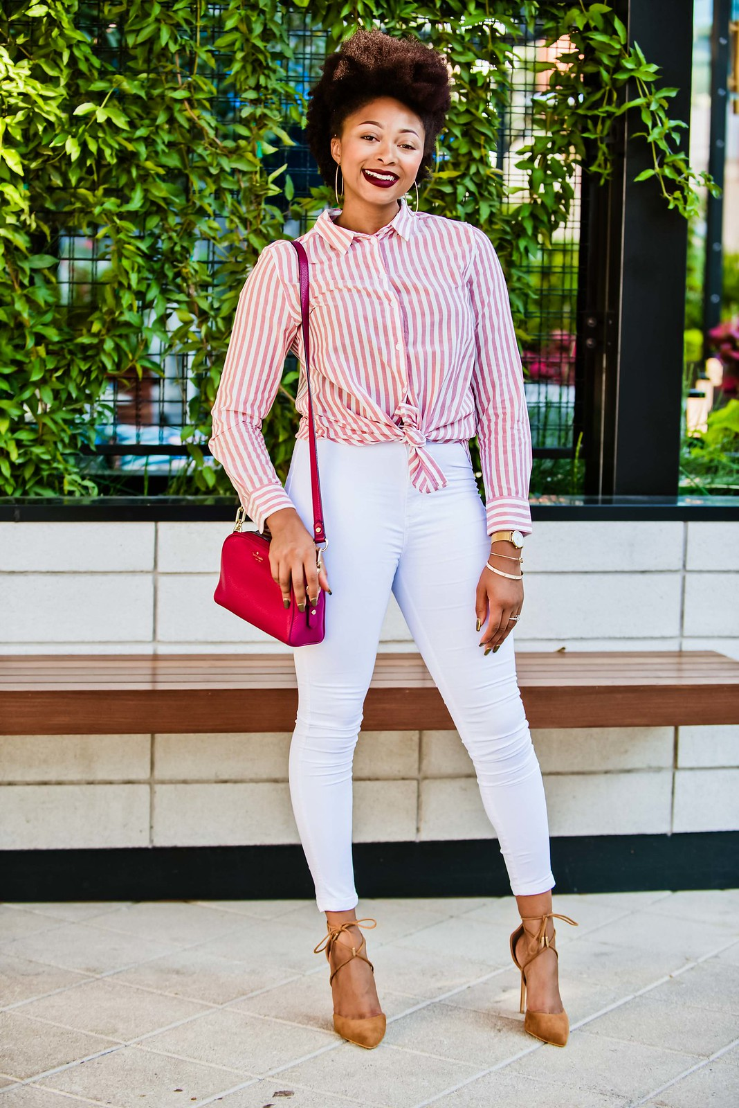 how to style white jeans in the fall