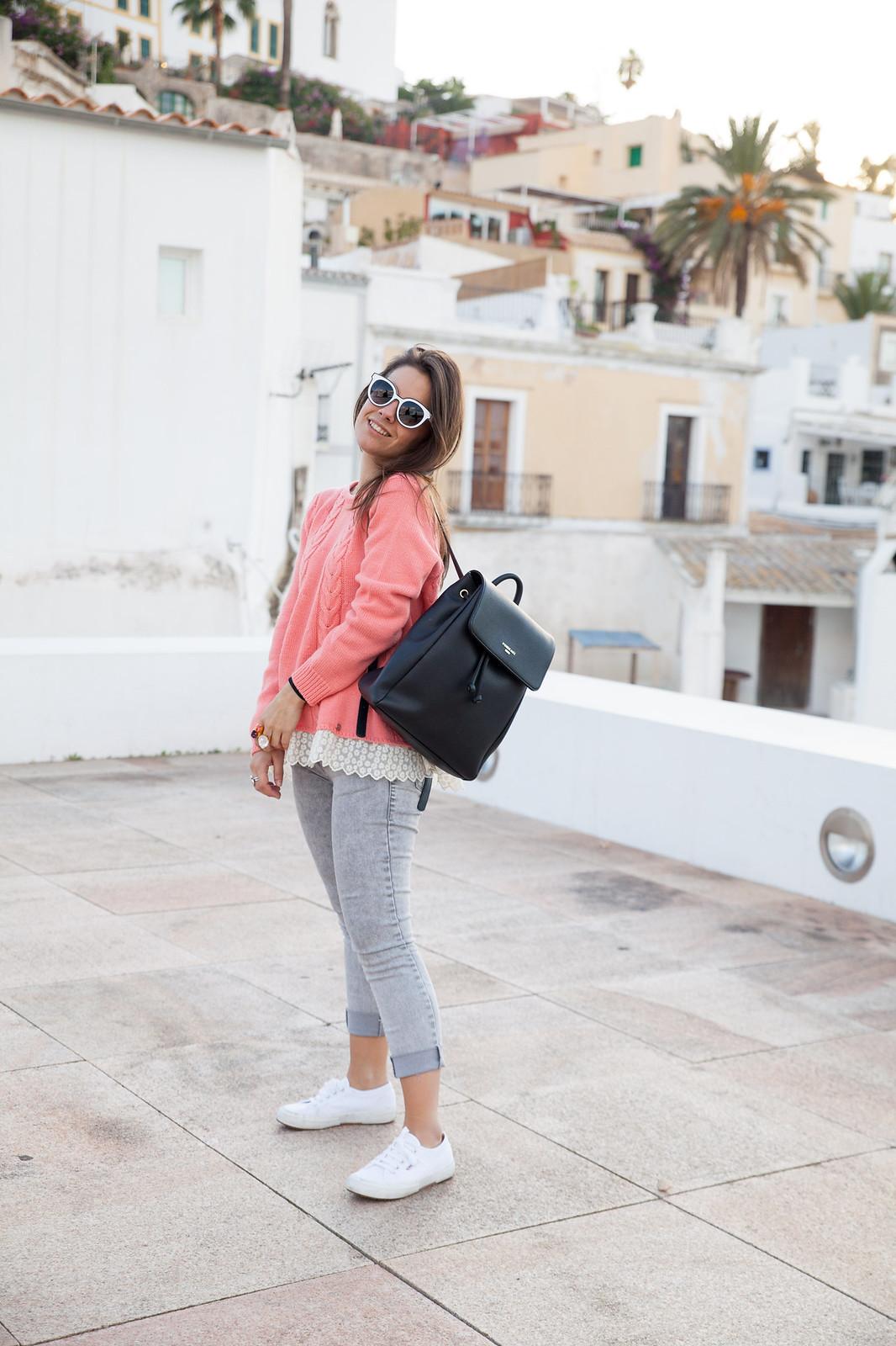 como combinar jersey de punto rosa theguestgirl influencer ibiza spain barcelona the guest girl brand ambassador content creator ibiza spain barcelona portugal rüga