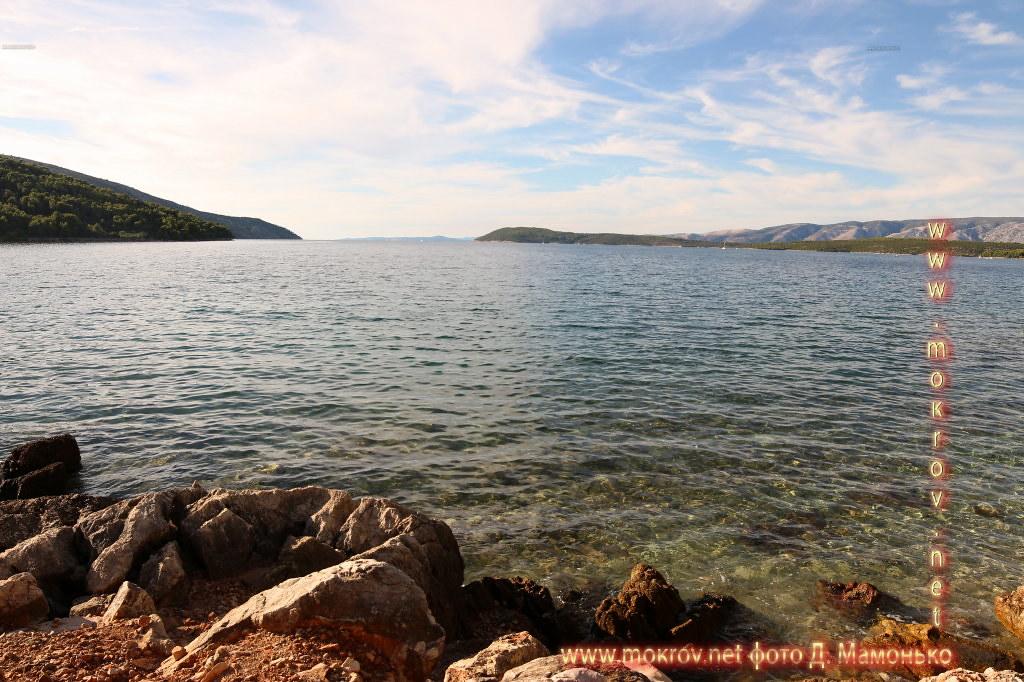 Хвар — остров в Адриатическом море, в южной части Хорватии фотографии сделанные днем и вечером
