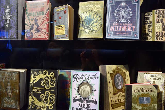 Wizarding Books at the Harry Potter Studio Tour, London | #harrypotter www.rachelphipps.com @rachelphipps