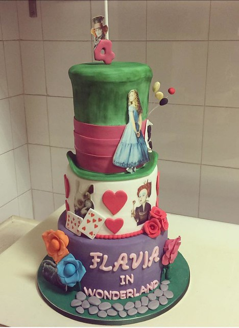 Alice in Wonderland Cake by Torte in pasta di zucchero - HemingwayCafe' Villalba