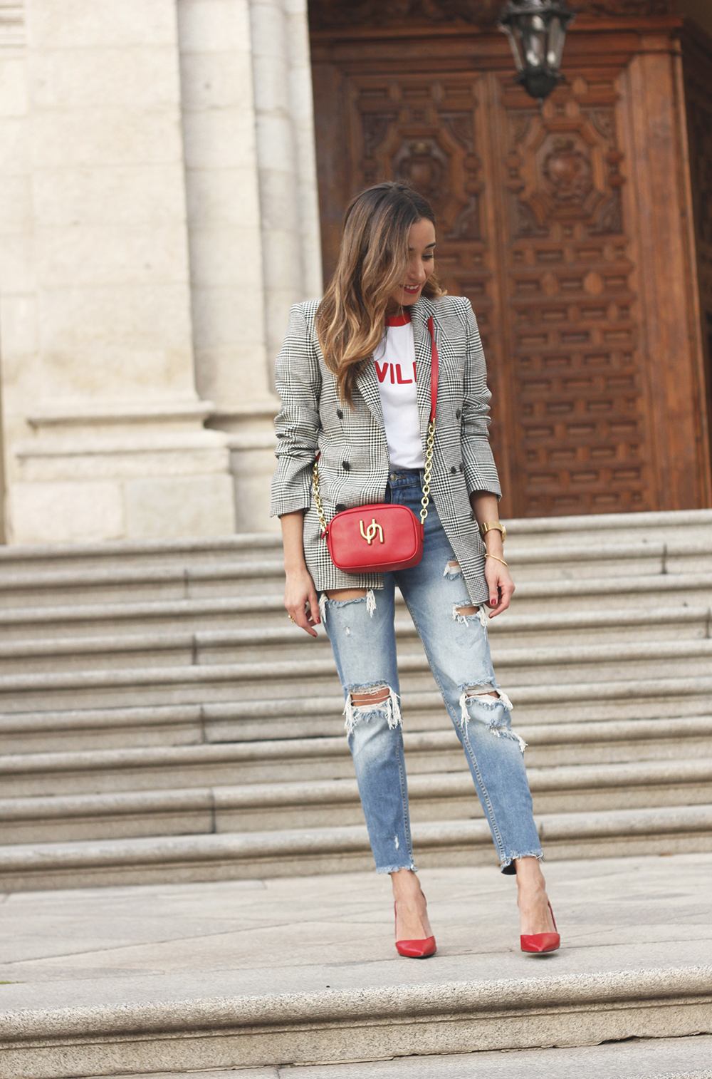 Prince of wales print blazer ripped jeans red heels uterqüe style trend fall outfit01