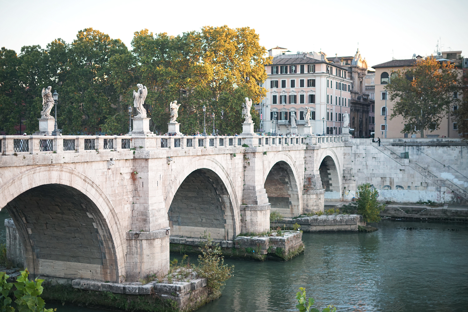 02rome-pontesantangelo-bridge-travel
