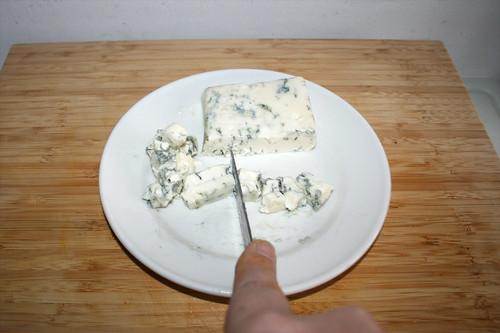 13 - Gorgonzola würfeln / Dice gorgonzola