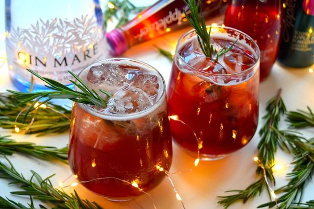 Appletiser Festive Pomegranate & Rosemary Spritz #christmas #cocktail #pomegranate | www.rachelphipps.com @rachelphipps