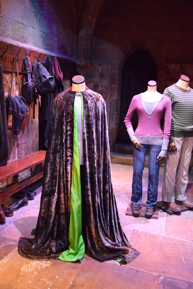Invisibility Cloak at the Harry Potter Studio Tour, London | #harrypotter www.rachelphipps.com @rachelphipps