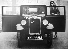 1932 AUSTIN Seven Saloon