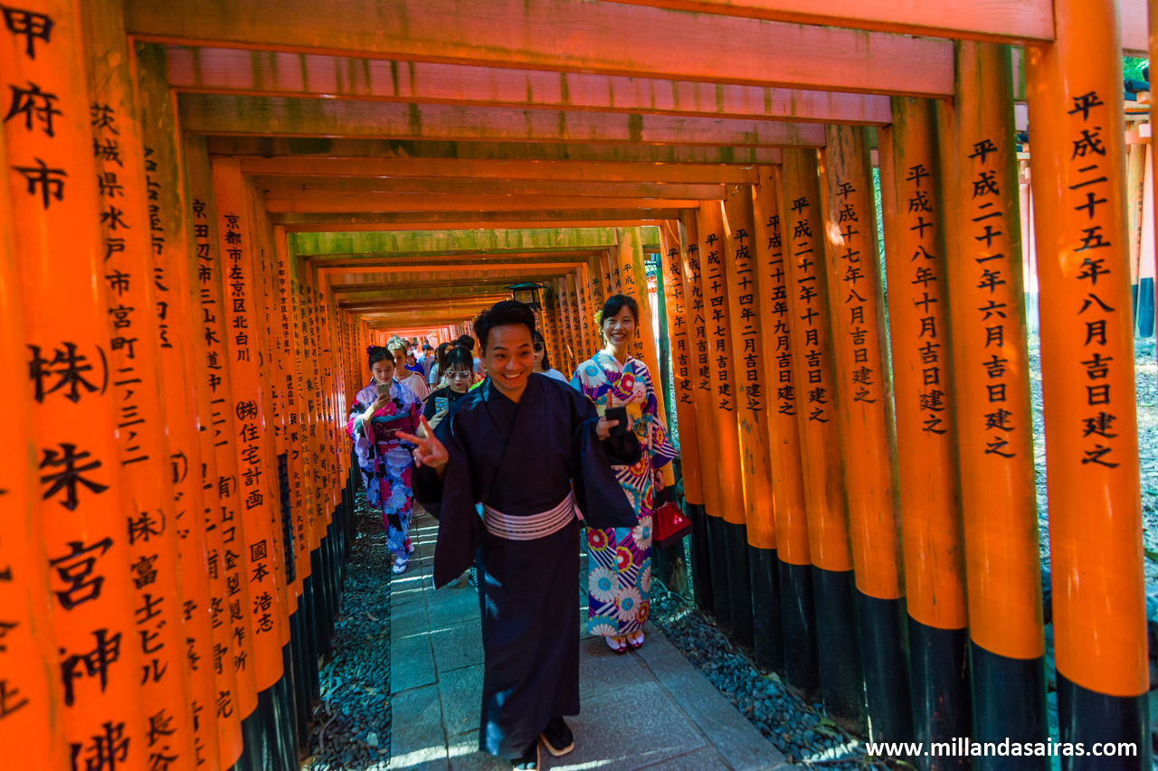 Pasillo de toriis en Fushimi Inari-taisha