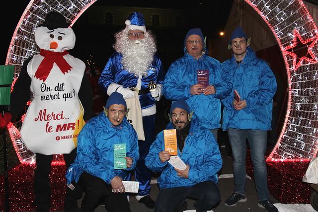 Le père Noël et ses petits lutins menteurs au marché de Noël de Thulin