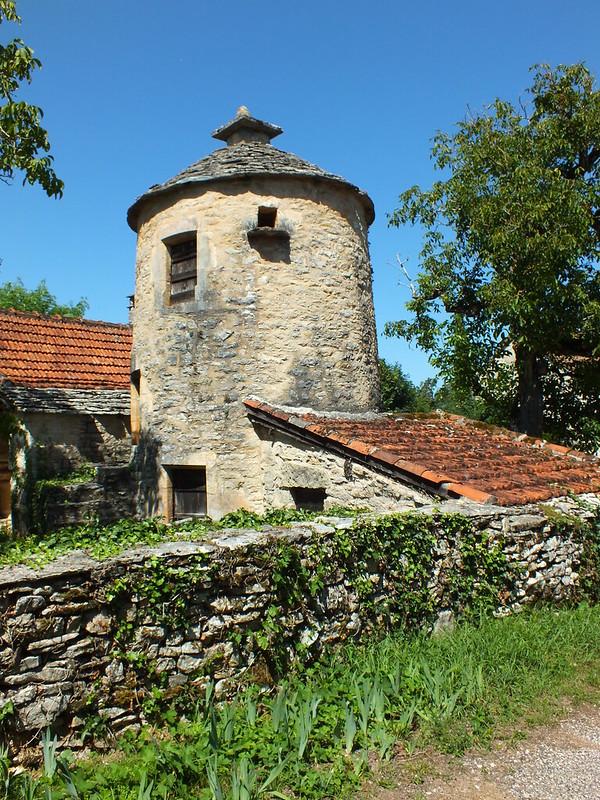 Puyjourdes - Pigeonnier (bourg)