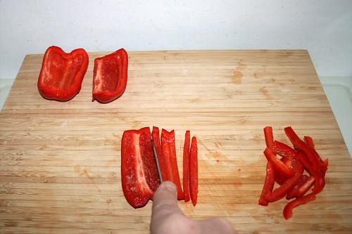 46 - Paprika in Streifen schneiden / Cut bell pepper in stripes