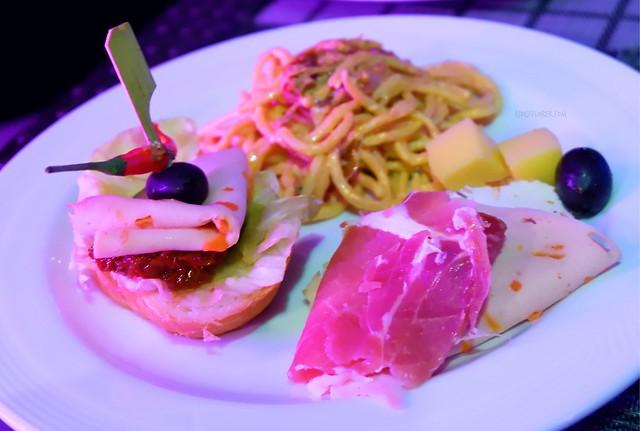 City Garden Grand Hotel dinner firefly restaurant