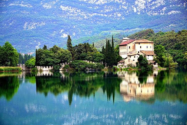 Lago e castello di Toblino