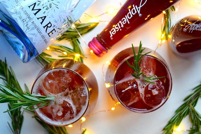 Appletiser & Gin Mare Pomegranate & Rosemary Spritz #christmas #cocktail #pomegranate | www.rachelphipps.com @rachelphipps