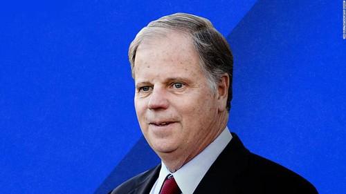 El demócrata Doug Jones derrota a Roy Moore en la elección para el Senado por Alabama